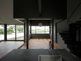 FUH: キューボデザイン建築計画設計事務所が手掛けたリビングです。,