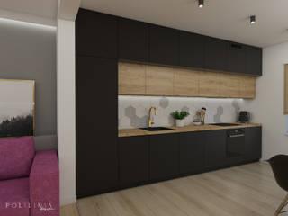 Część dzienna domu z fuksją Nowoczesna kuchnia od Polilinia Design Nowoczesny