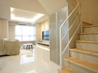 Modern Living Room by 璞玥室內裝修有限公司 Modern