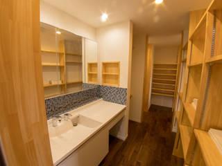 有玉北町の家: 新田建築設計室が手掛けた折衷的なです。,オリジナル