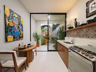 Small kitchens by Workshop, diseño y construcción, Modern