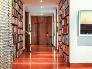 Appartement à Bogota - Colombie Catalina Castro Blanchet Couloir, entrée, escaliers modernes Bois