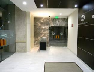 Servicio Médico Nafinsa: Clínicas / Consultorios Médicos de estilo  por BIM Arquitectos S.A. de C.V.