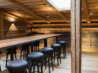 Showroom mit Altholz:   von RH-Design Innenausbau, Möbel und Küchenbau Aarau