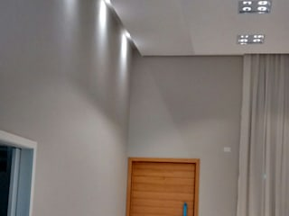 ILUMINAÇÃO RESIDENCIAL: Salas de estar  por MBM arquitetura e iluminação,Moderno