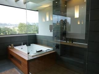 Casa VM Carpinteria Arquitectonica Baños de estilo moderno de Intrazzo Mobiliairo Moderno