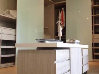 Casa de Campo Llano Grande Vestidores de estilo minimalista de Intrazzo Mobiliairo Minimalista