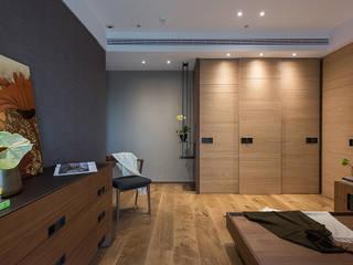 室內設計的牆壁材質與色系搭配:  小臥室 by 宸域空間設計有限公司