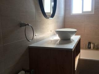 Baños modernos de Estudio Qpi Moderno
