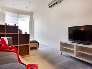小空間卻實用機能的單身住所: 斯堪的納維亞  by 弘悅國際室內裝修有限公司, 北歐風