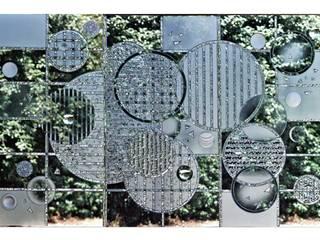 Triptyque en verre gravé au burin: Hôtels de style  par christian herry sculpture verre, Moderne