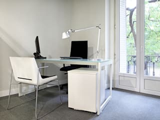 Minimalst style study/office by Estudio Mercedes Arce Minimalist