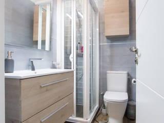 Reforma de baño en el ático de un antiguo Palacio Madrileño: Baños de estilo  de Banium-Reformas del Hogar en Madrid, Moderno