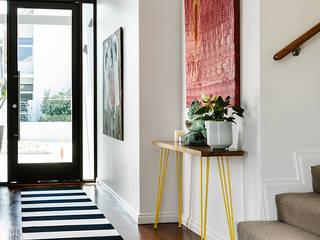 Contemporary Villa:  Corridor & hallway by Design Concept creative studio
