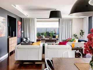 Contemporary Villa:  Living room by Design Concept creative studio