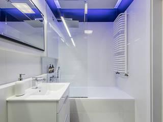 KAPSUŁA CZASU: styl , w kategorii Łazienka zaprojektowany przez KODO projekty i realizacje wnętrz