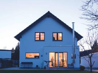 Jardines de estilo moderno de FingerHaus GmbH - Bauunternehmen in Frankenberg (Eder) Moderno