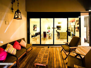 CASA CODU Balcones y terrazas modernos de CREA arquitectos Moderno