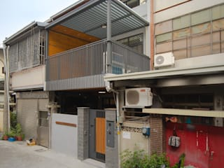 Terrace house by 有隅空間規劃所, Asian