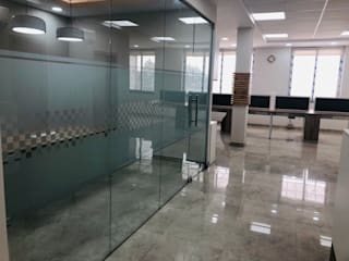 Office space at Okhla, Delhi:  Commercial Spaces by INTROSPECS