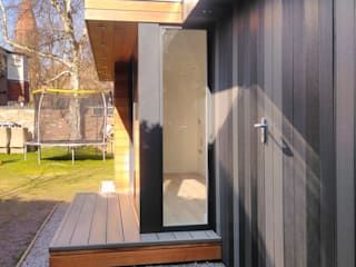 Cedar & Composite Clad Garden Room Office and Store Room Modern study/office by apodo designs Modern