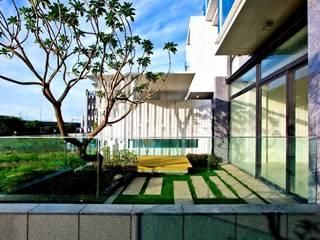 大桓設計顧問有限公司 Balconies, verandas & terracesPlants & flowers White