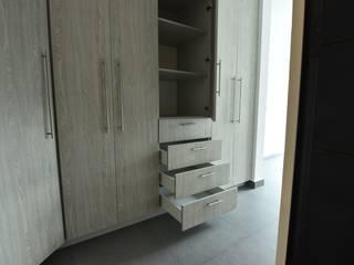 Closets Construrban Vestidores modernos de AREMI COCINAS Moderno
