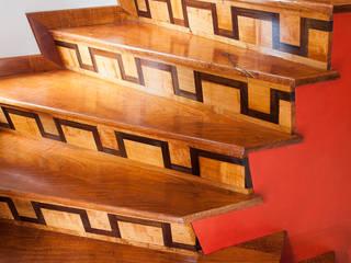 : Escaleras de estilo  por CARPINTERIA MASINO