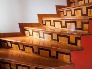 : Escaleras de estilo  por CARPINTERIA MASINO,Clásico