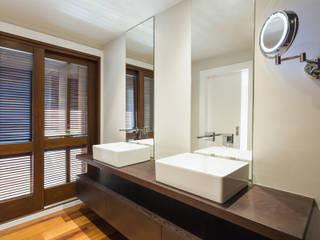 Reforma de vivienda en Vigo 026 Baños de estilo moderno de T Estudio de Diseño Moderno