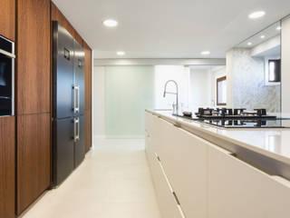 Reforma de vivienda en Vigo 026 Cocinas de estilo moderno de T Estudio de Diseño Moderno