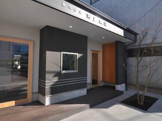 Edificios de oficinas de estilo  de (株)独楽蔵 KOMAGURA, Ecléctico