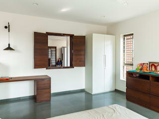 Design for 4,000 sq. ft. at Ranjangaon Ganpati, Pune:  Bedroom by M+P Architects Collaborative