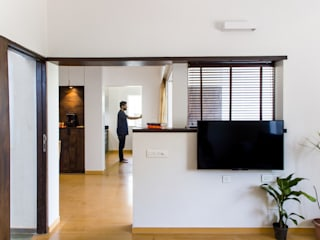 1,200 sq. ft. residence extension and interiors, Nigdi. Modern living room by M+P Architects Collaborative Modern