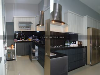 luxe interior KitchenCabinets & shelves Plywood Grey