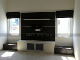 panel TV :  oleh luxe interior ,