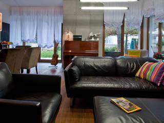 Dom pod Warszawą: styl , w kategorii  zaprojektowany przez We-ska design
