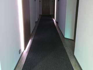 Alfombra con piso gris : Pisos de estilo  por MATERIALYKA-dynamic
