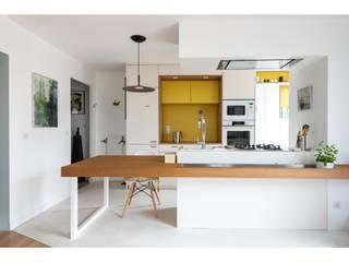 Folie: Cuisine intégrée de style  par Tsanta Studio Architecture