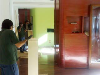 LAB4FOURHOUSE: Ingresso & Corridoio in stile  di officinaleonardo, Moderno