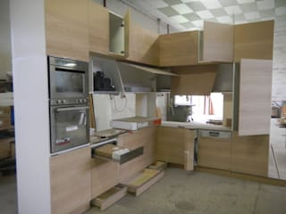 LAB4FOURHOUSE officinaleonardo Cucina moderna