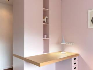 De Nieuwe Context Nursery/kid's roomDesks & chairs Wood Pink