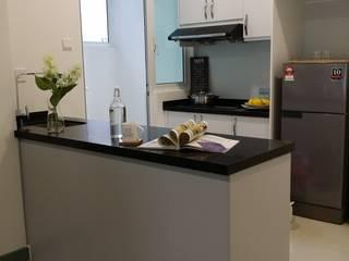 Nhà bếp phong cách Bắc Âu bởi YL Modernize Home Enterprise Bắc Âu