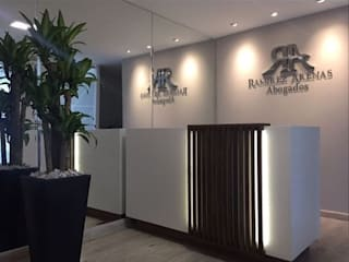 Oficina Ramirez Arenas Abogados: Oficinas y Tiendas de estilo  por MBdesign, Moderno
