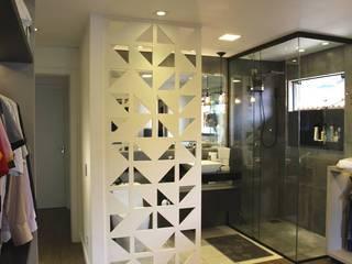 Cláudia Legonde Modern bathroom MDF Grey