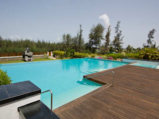 BEACH ESTATE : AKSHI, ALIBAG:  Swimming pond by Bric Design Group