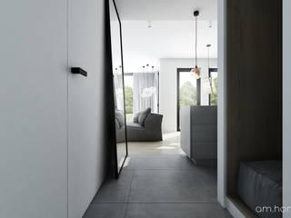 Couloir et hall d'entrée de style  par am.home,