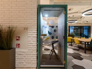 Budka telefoniczna HaloBudka w biurowcu PREMIUM: styl , w kategorii Biurowce zaprojektowany przez HaloBudka