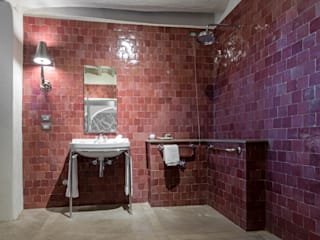 THE ACCESSORIES FOR THE FURNITURE OF THE BATHS OF A CHIANTI RELAY Classic style bathrooms by Idearredobagno.it Classic