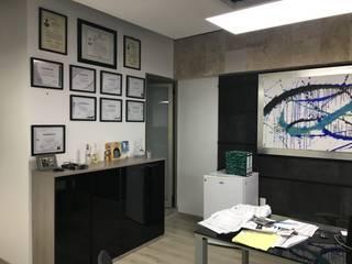 Oficina Directiva T.L.B.:  de estilo  por Soma & Croma,